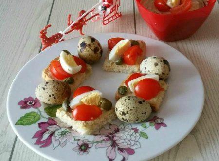 Mini tartine con crema di olive e tonno