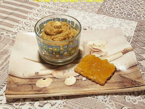 Crema splamabile con arachidi e nocciole