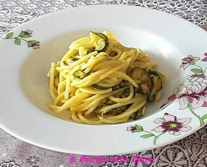 Spaghetti con carbonara di zucchine