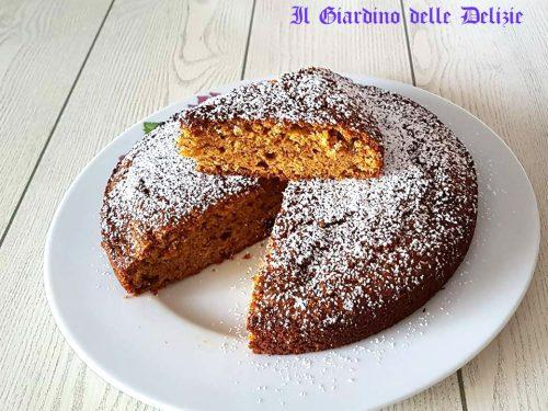 Torta con pan di Spagna e frutta essicata