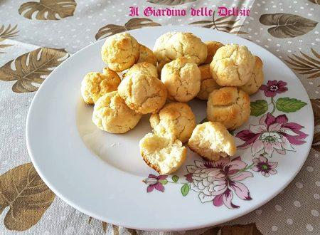 Biscotti con farina di cocco e ricotta
