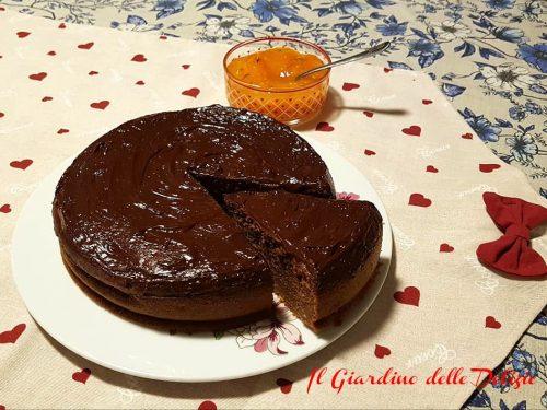 Torta di cachi con cioccolato fondente
