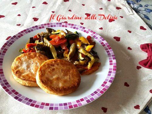 Svizzere di salmone e verdure grigliate