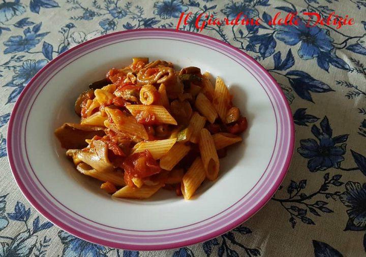 Pasta pomodoro zucchine e funghi porcini