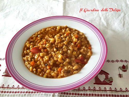 Minestra di zuppa  cereali e legumi