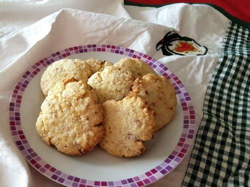 Biscotti di mandorle con solo rossi