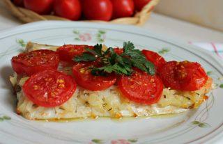 Filetto di orata in crosta di patate e pomodorini - Filetto di orata al forno su letto di patate ...
