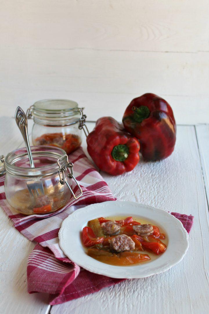 salsiccia e peperoni in vasocottura al microonde