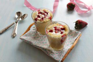 torta di fragole al bicchiere