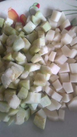 crostata di sfoglia con patate melanzane e funghi