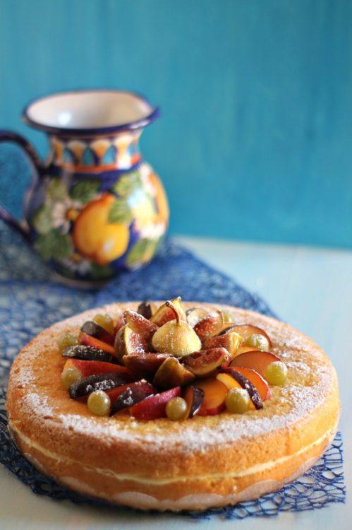 Naked Cake con gocce di cioccolato e frutta fresca - Nonna