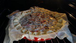 crostata di sfoglia con topinambur speck e funghi
