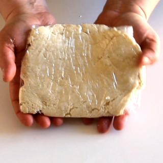 Finta pasta sfoglia con formaggio spalmabile