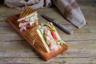 club sandwich con ricotta e prosciutto