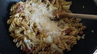 pasta con salsiccia cavolfiore e fonduta di provola affumicata