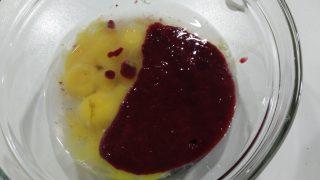 chiffon cake ai frutti di bosco con frosting al formaggio