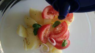 insalata di patate con tonno e pomodori