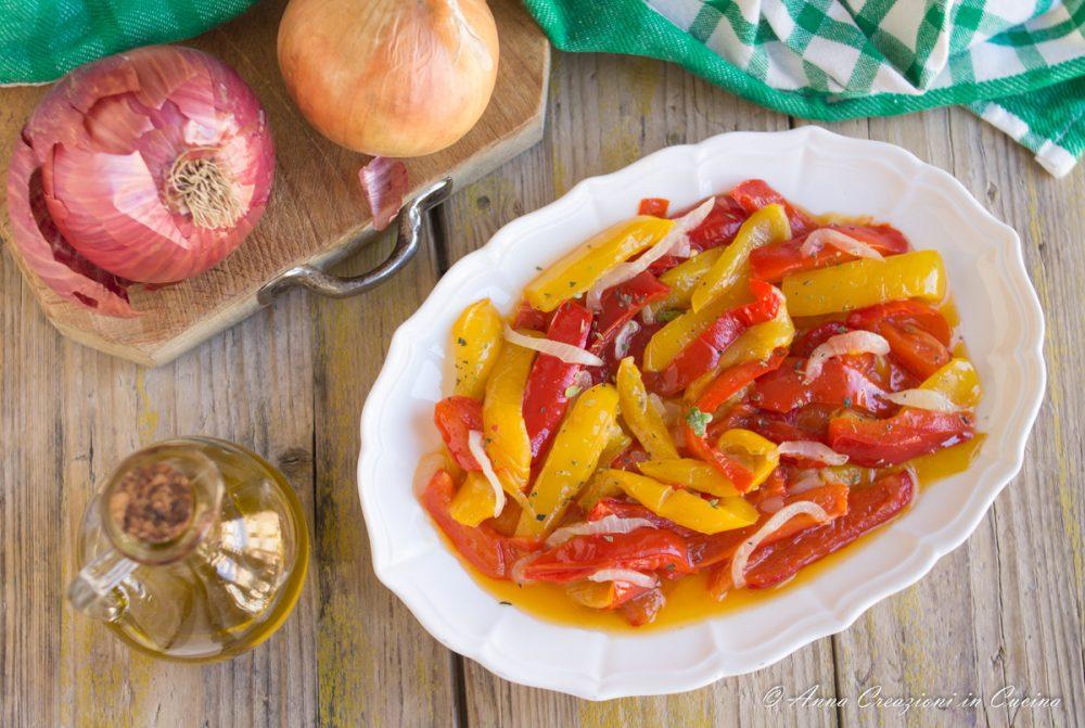 peperoni con cipolla in padella