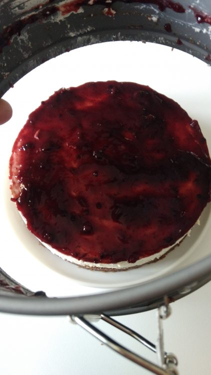 Cheesecake con confettura di frutti di bosco