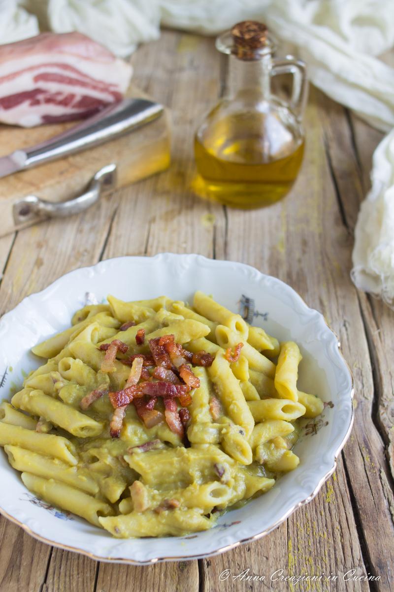 pasta con crema di piselli e pancetta