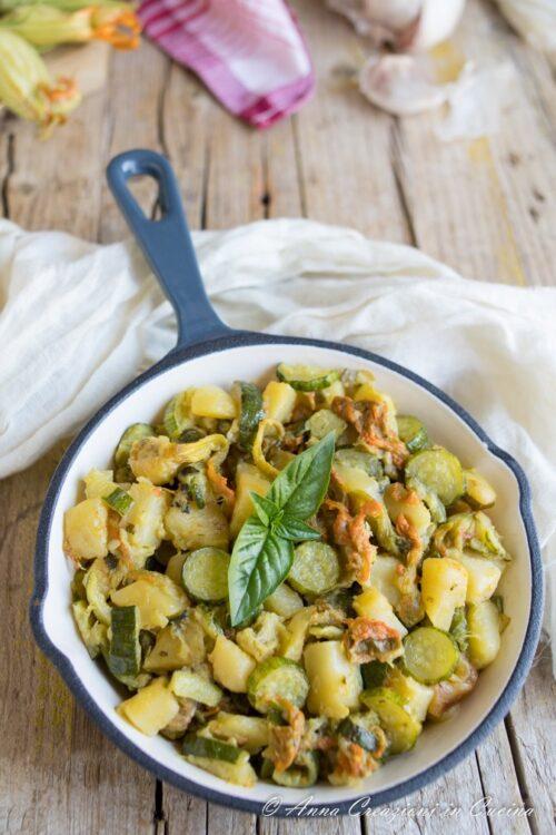 ucchine patate e fiori di zucca in padella