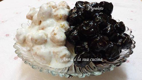 Pignolata con glassa bianca e al cioccolato