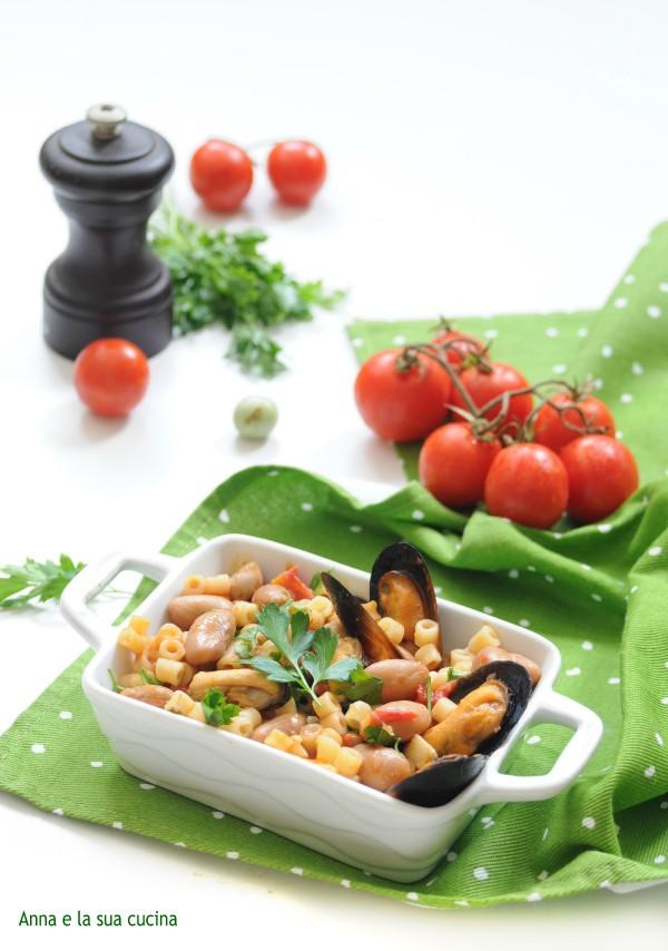 Pasta corta con fagioli e cozze