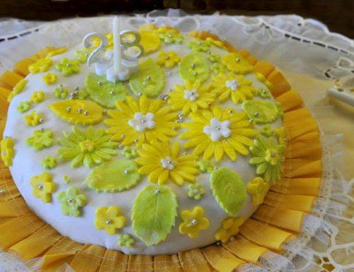 Torta fiorita con pasta di zucchero