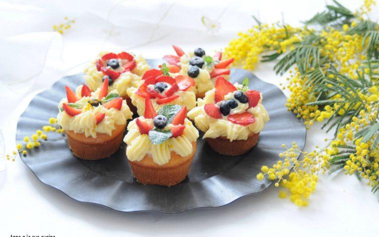 Muffin con crema al limone e frutta