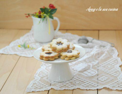 Biscottini con crema alle nocciole