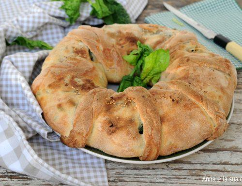 Ciambella intrecciata con spinaci