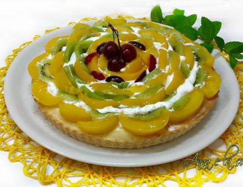 Crostata morbida con panna e frutta