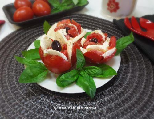Insalata caprese con rose di pomodoro