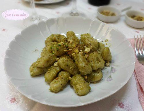 Gnocchi con pesto di pistacchi