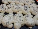 Nodini di pane con semi