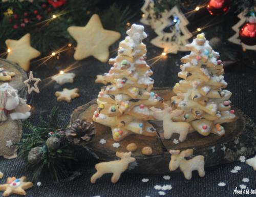 Alberelli di biscotti natalizi