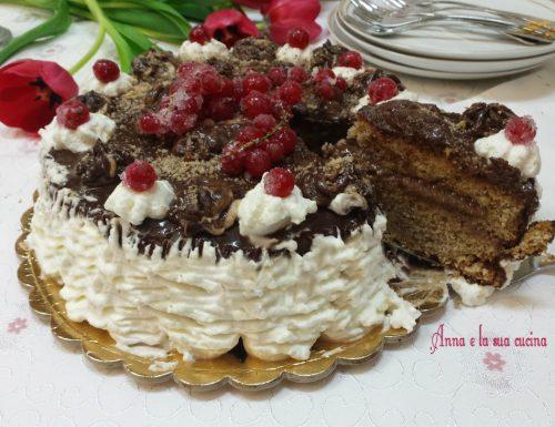 La mia torta di compleanno con crema alle nocciole
