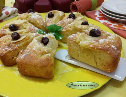 Spicchi di plumcake con yogurt e frutta