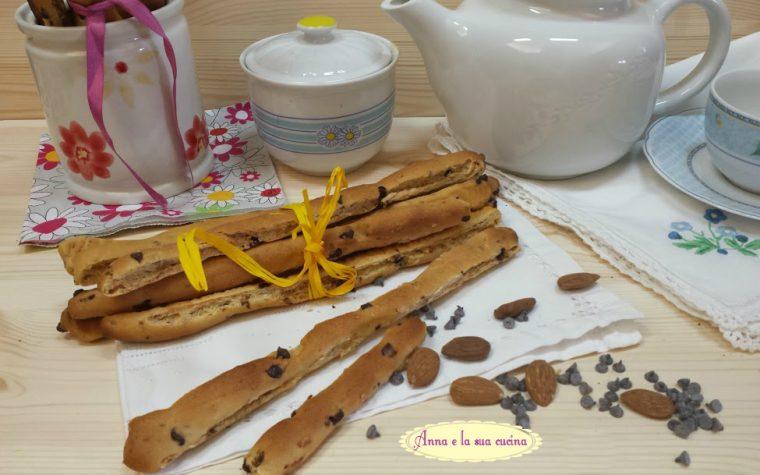 Grissini con cioccolato e mandorle