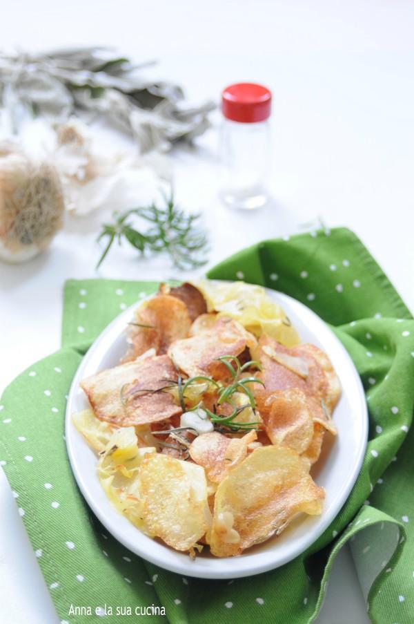 Chipsdi patate al forno aromatizzate