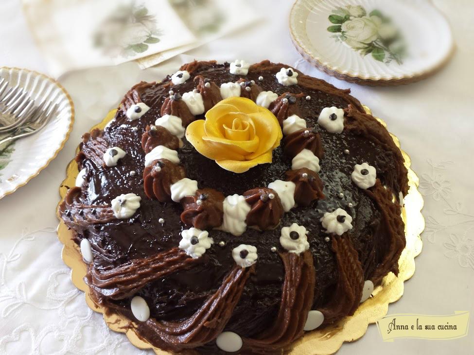 Torta con crema nocciole e cioccolato
