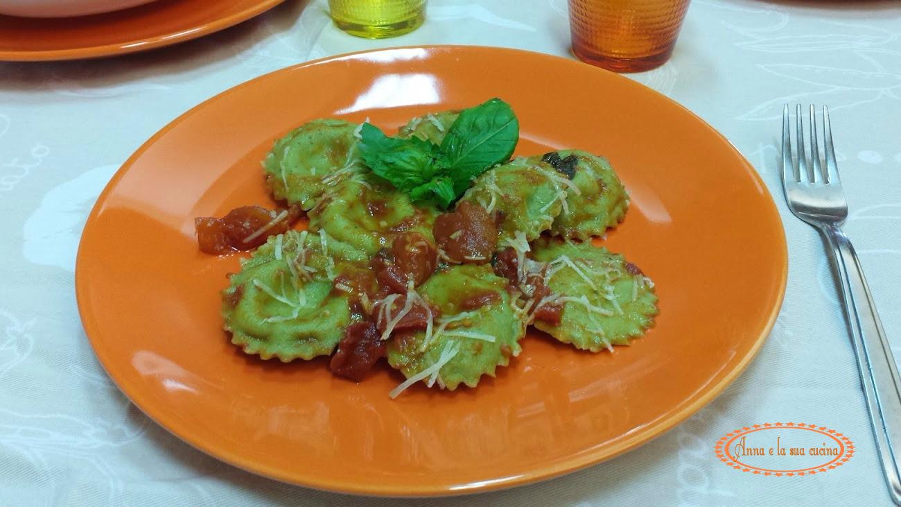Ravioli al profumo di basilico e pomodoro