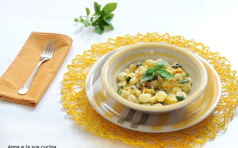 Chicche di patate con fiori e zucchine