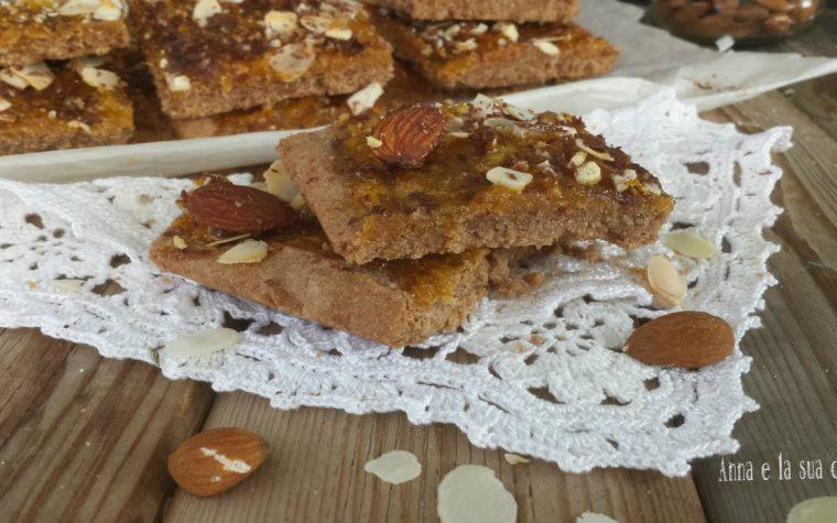 Tranci di frolla al farro e cacao con marmellata