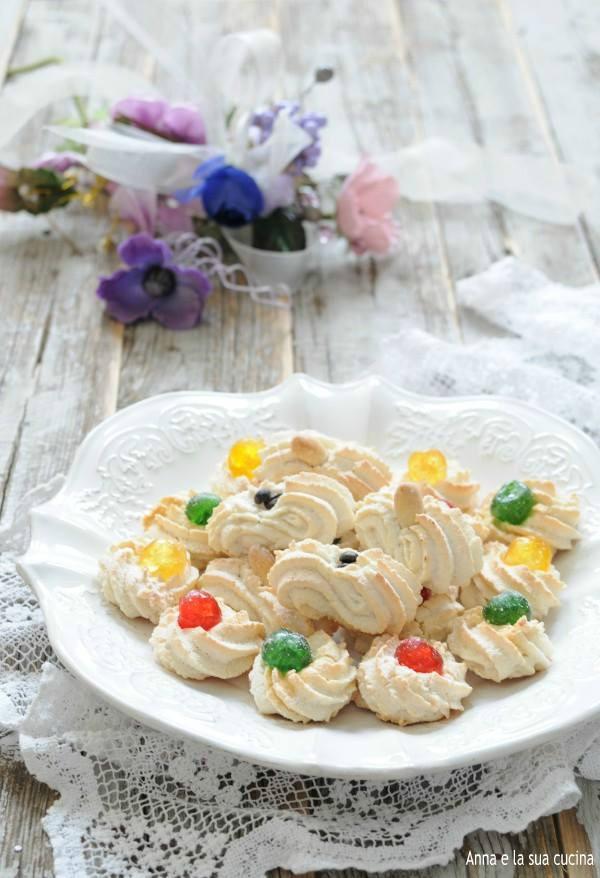 Biscotti morbidi con pasta di mandorle