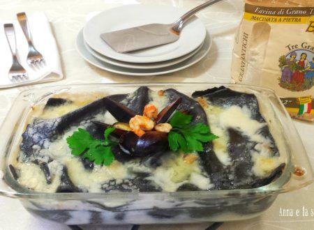 Lasagne al nero di seppia e frutti di mare