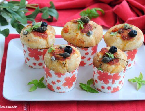 Muffin salati con impasto di pizza