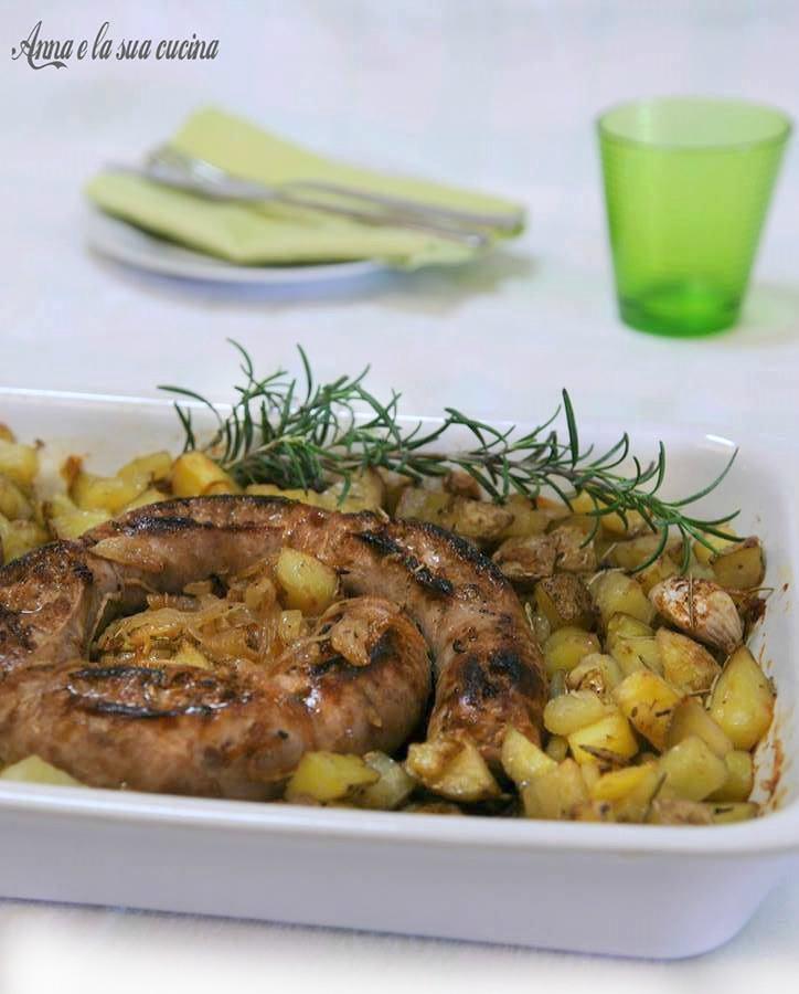 Salsiccia con patate e cipolla
