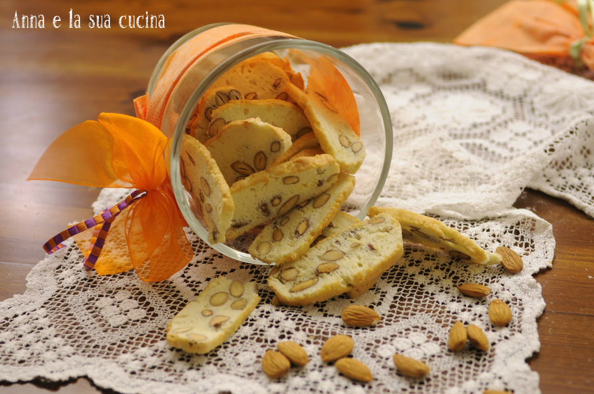 Biscotti con albumi mandorle e limone