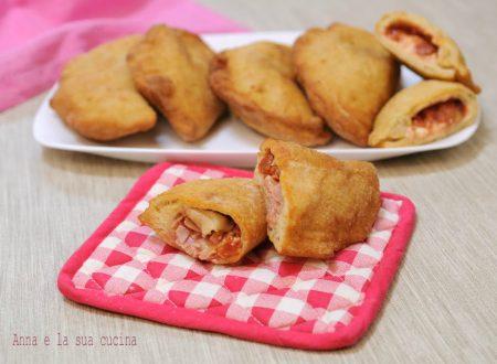 Calzoni fritti con farciture miste